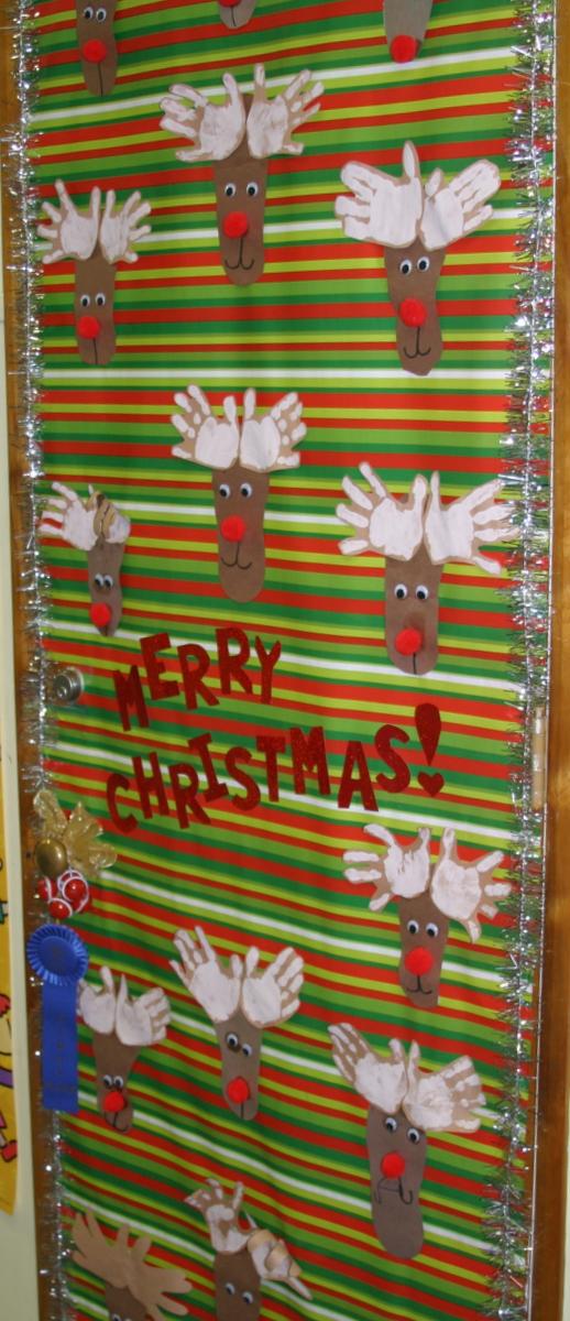 Christmas door decorating contest good shepherd pre k